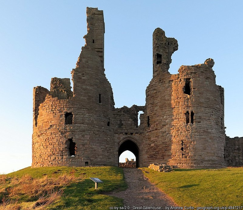 Great Gatehouse, Dunstanburgh Castle - © Andrew Curtis via Geograph (Creative Commons)